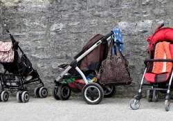 Úton babával: mi kerüljön a pelenkázó táskába?